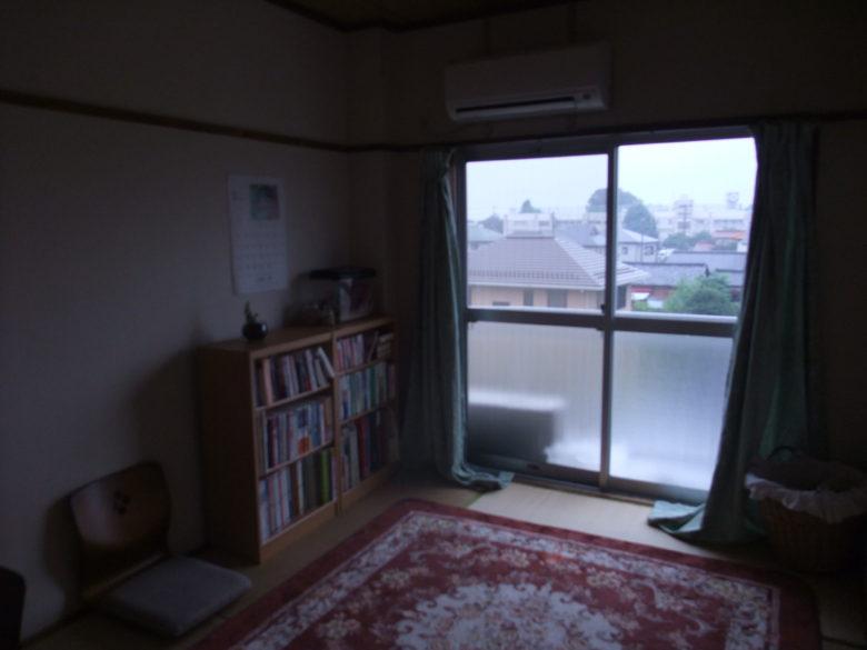 (初めて妻と同居した賃貸アパートの一室です)