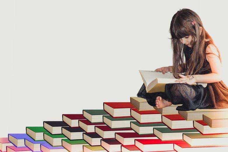 (読書中の女の子の写真です)